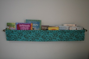 http://pennycarnival.typepad.com/penny_carnival/2009/02/tutorial-hanging-book-display.html